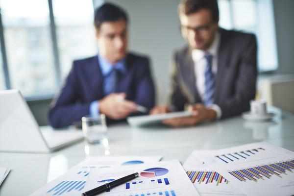 営業マンの皆さんへ。商談の基本は、話すよりもお客様の話を聞くこと「傾聴」